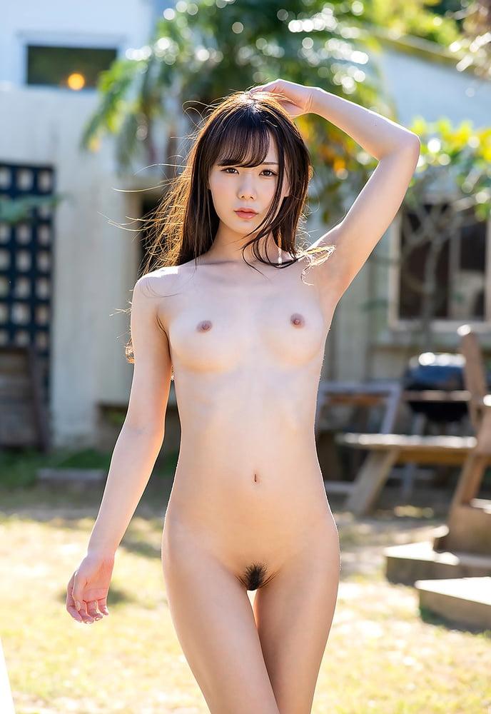 Nackt in japanische mädchen Japanisches mädchen